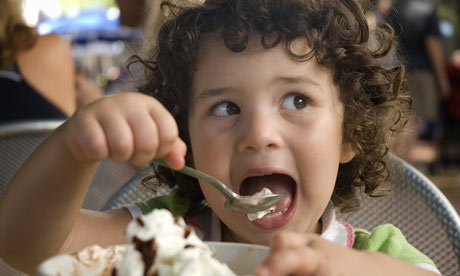 Child-eating-ice-cream-002